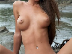 busty_naked_girl_nessa_pure_natue_003