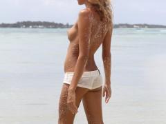 Samotna na plaży