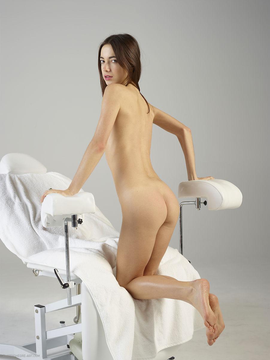 осмотр школьниц у гинеколога в первый раз смотреть фото