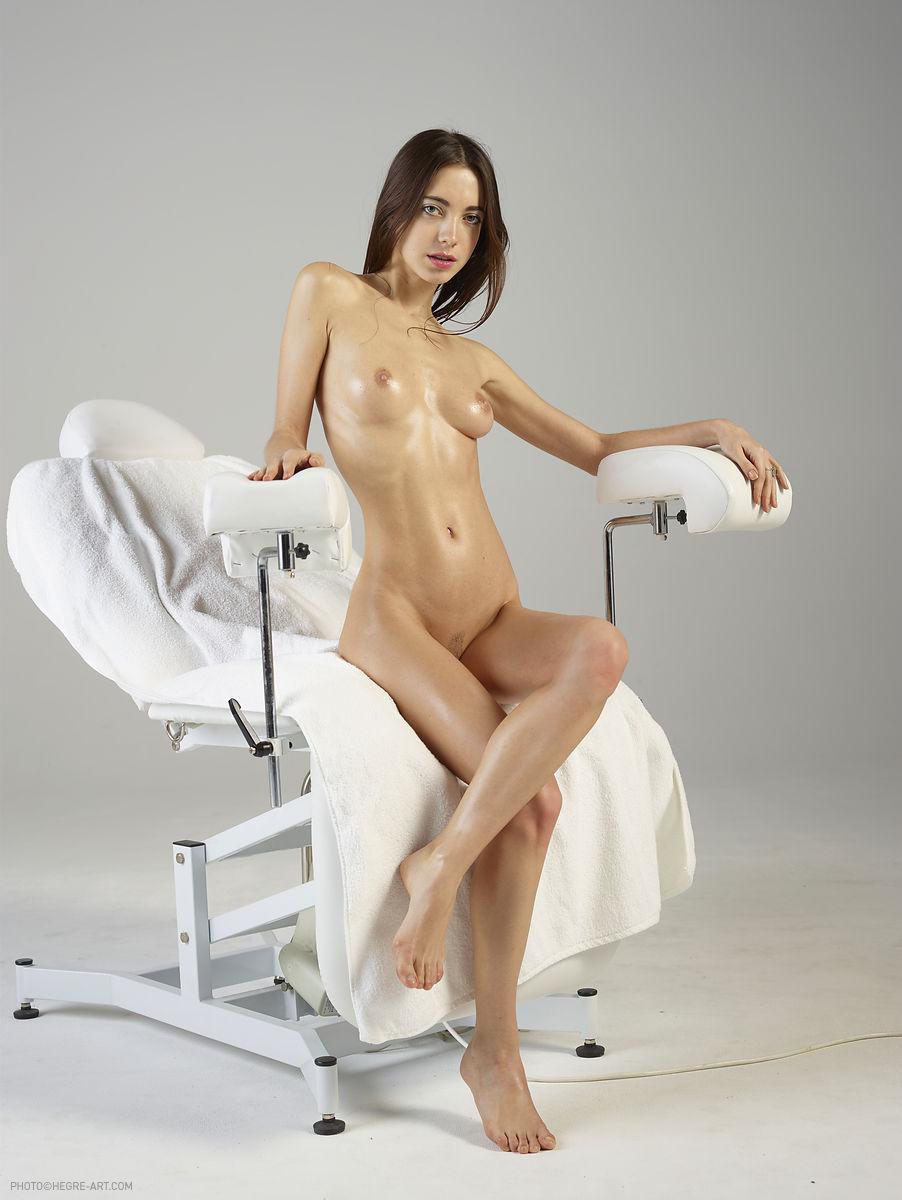 Русское порно девушка на осмотре у коварного гинеколога — photo 15