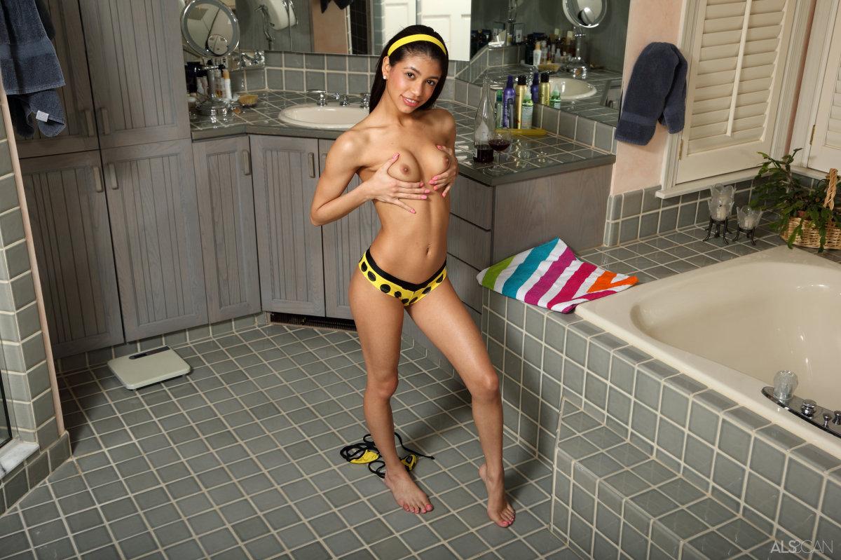 Azjatycki seks w łazience