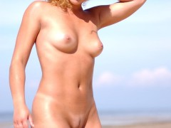 three_nymphs_on_the_beach_1