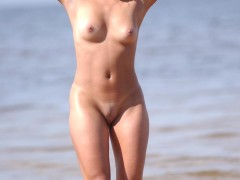 three_nymphs_on_the_beach_2