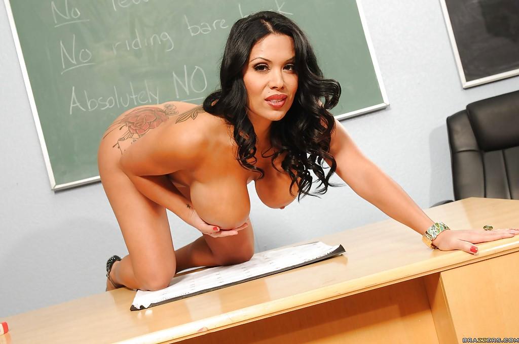 эротическое фото учительницы с грудью 3 размера