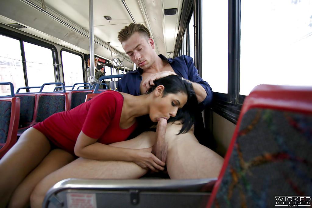 Секс В Автобусе С Гимнастками Фото