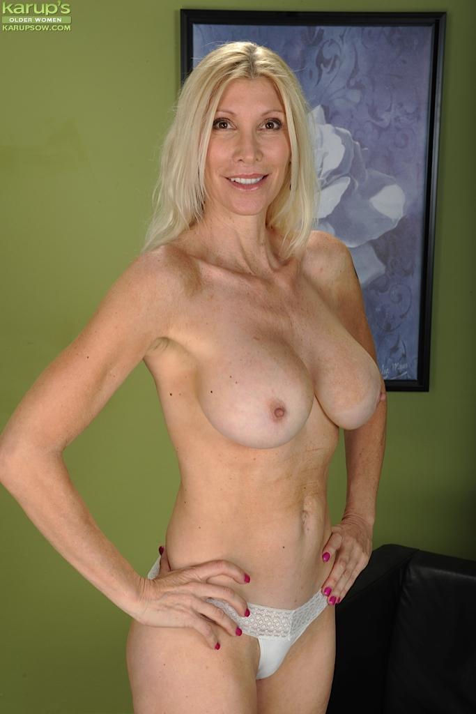 sexy hotties oil nudity