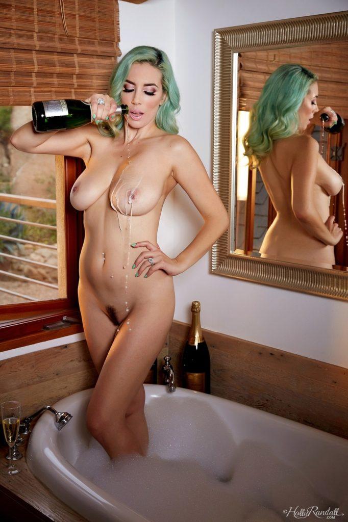 3220750 047 f93d 682x1024 - Kąpiel w szampanie