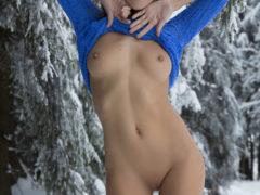 322171 14big 240x180 - Słodka laska na śniegu