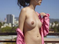 06 8 240x180 - Delikatnie naoliwione piersi
