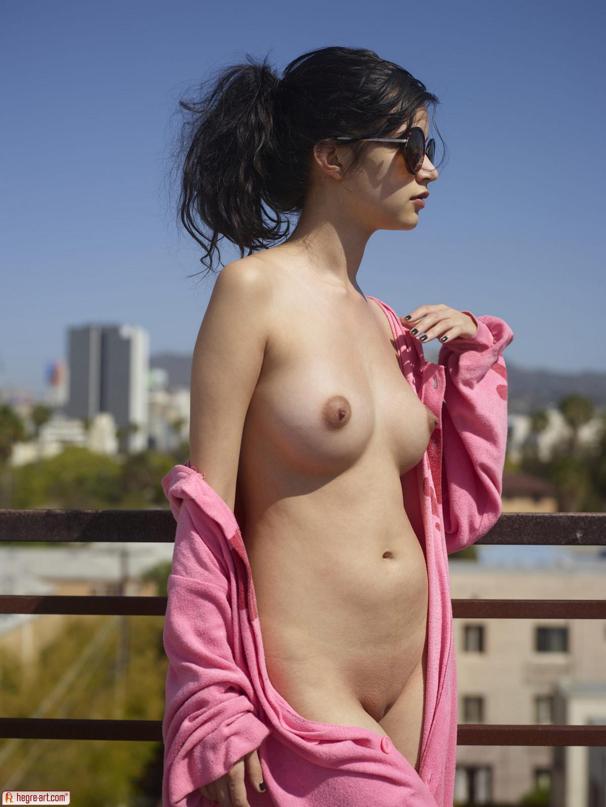 06 8 - Delikatnie naoliwione piersi