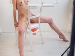 08 9 240x180 - Suczka na krześle