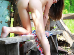 11 34 240x180 - Młoda na drewnianej ławce