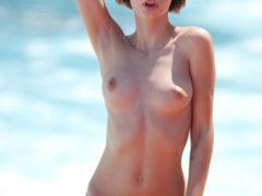 14 36 240x180 - Młoda i seksowna babeczka