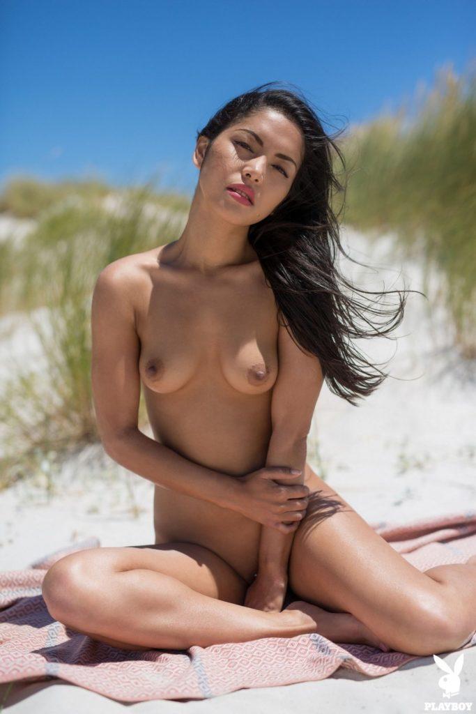 05 58 683x1024 - Lala na plaży