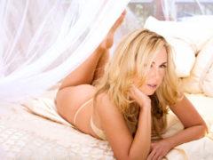 09 1 240x180 - Słodka i seksowna blondi