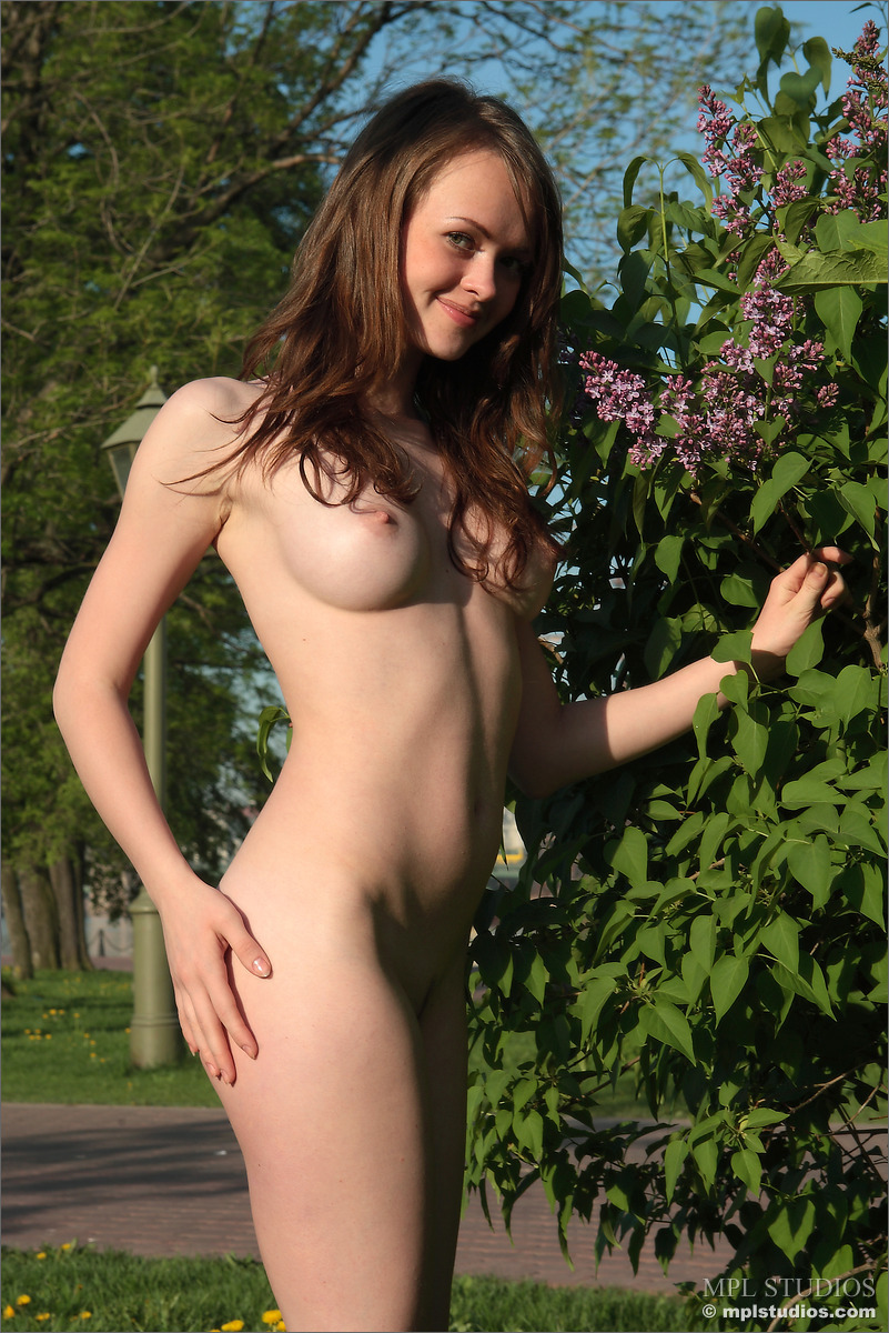 09 63 - Cycata lala na trawie