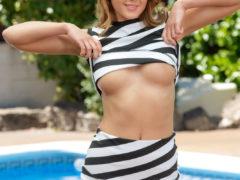 03 1 10 240x180 - Striptiz przy basenie