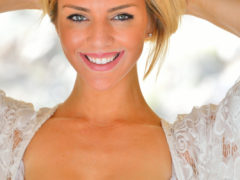 07 73 240x180 - Opalona i uśmiechnięta blondi