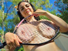 11 18 240x180 - Cycata tenisistka