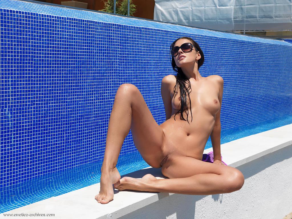 08 22 - Zdjęła bikini